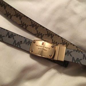 Michael Kors reversable belt